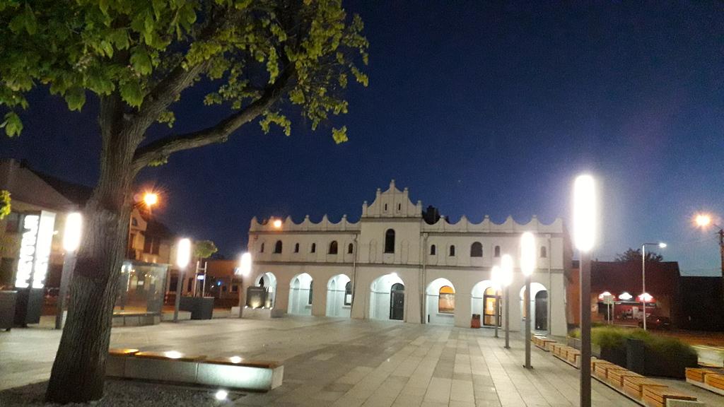 Rynek w Przystajni nocą