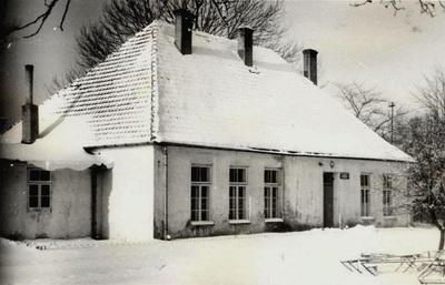 Szkoła przy ul. Krótkiej w Przystajni (ok. 1924 r.)