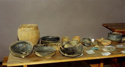Wykopaliska ze stanowiska archeologicznego w  Dąbrowie (ok. 1995 r.)