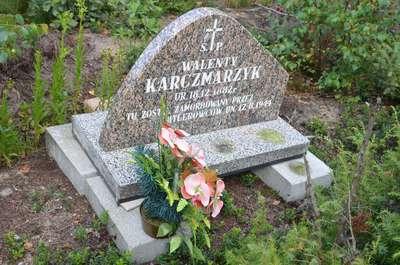 Miejsce pamięci - mogiła w Kamińsku